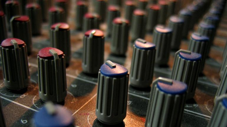 console controls modulator knobs