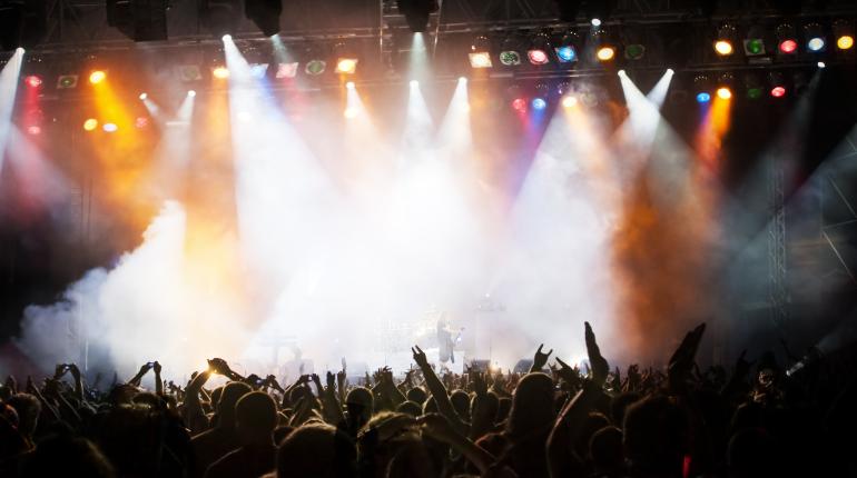 EDM festiwal crowd